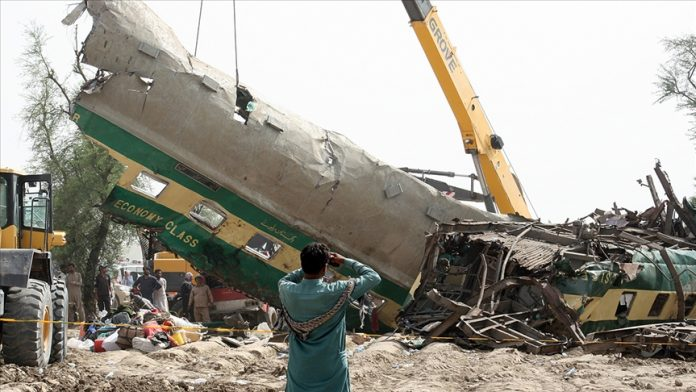 Pakistan'daki tren kazasında